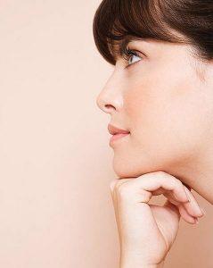 Podbradka se lahko znebite v kozmetičnem salonu