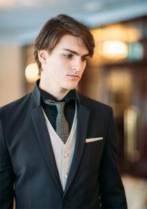 Moška maturantska obleka s kravato