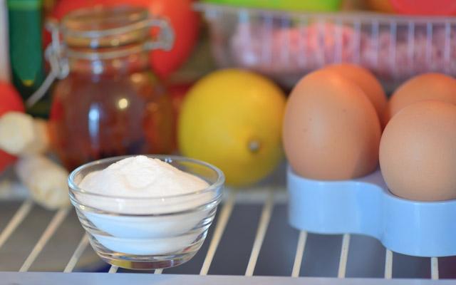 Soda bikarbona v hladilniku