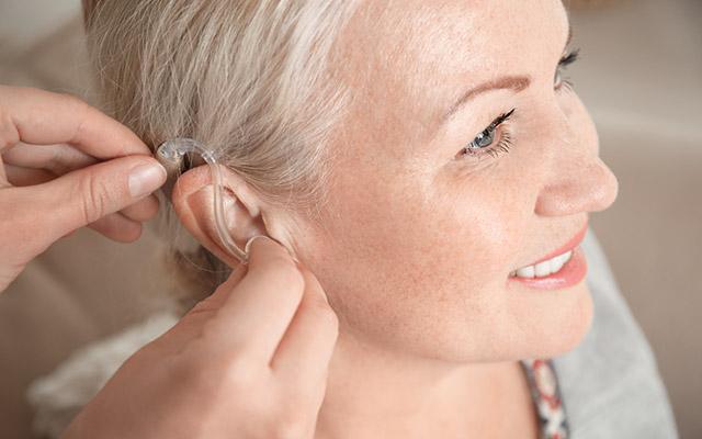 Slušni aparat proti šumenju v ušesih
